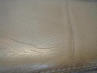 mocno zabrudzona skóra samochodowa
